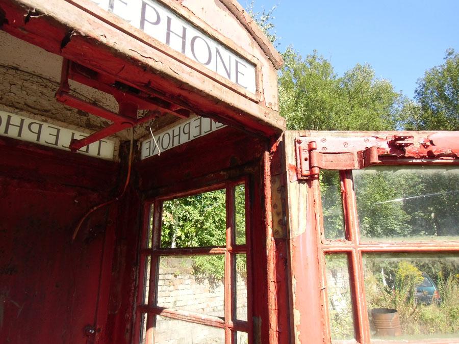Restauration einer britischen Telefonzelle