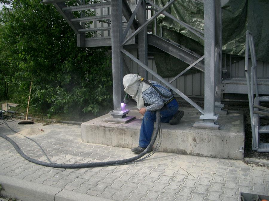 Sanierung der Grundplatten einer Fluchttreppe